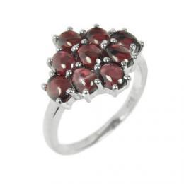 Stшнbrnэ luxusnн prsten s иervenэm pravэm Granбtem